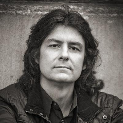 portrait photo of Antti Tuomainen