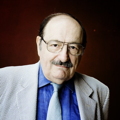 portrait photo of Umberto Eco
