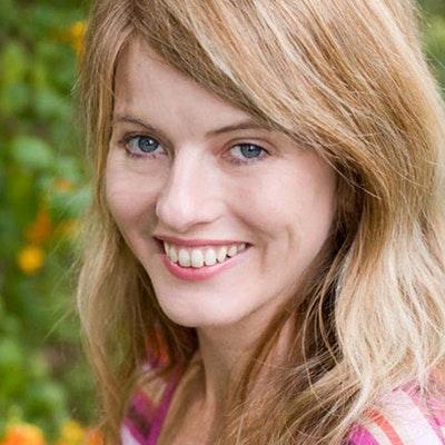 portrait photo of Lollie Barr