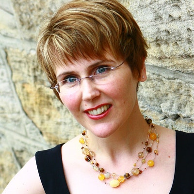 portrait photo of Amanda Sainsbury-Salis