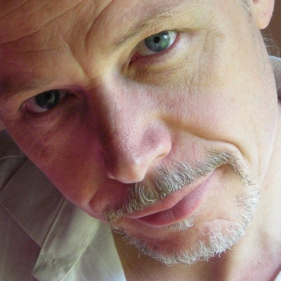 portrait photo of Simon Higgins
