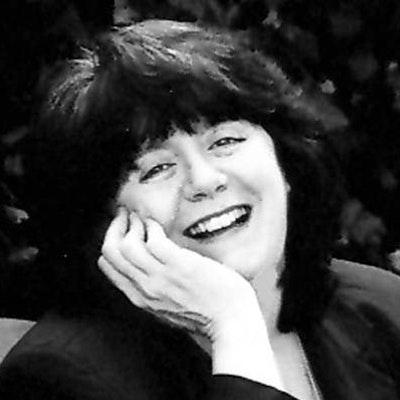 portrait photo of Sara Donati