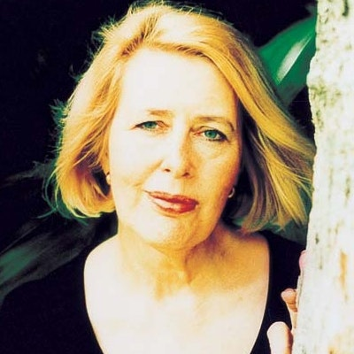 portrait photo of Anne Summers