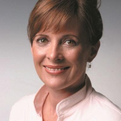 portrait photo of Vivienne Crawshaw