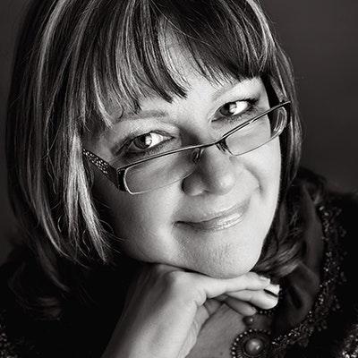 portrait photo of Kathy Fray