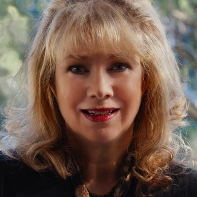 portrait photo of Deborah O'Brien
