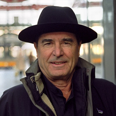 portrait photo of Paul Theroux