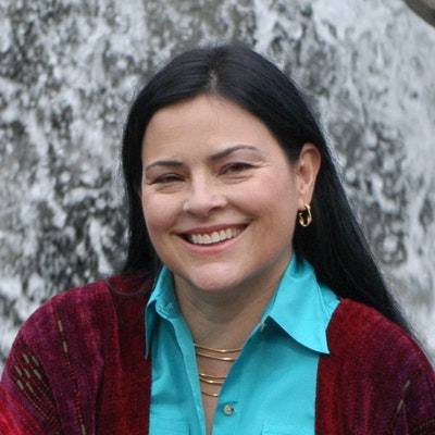 portrait photo of Diana Gabaldon