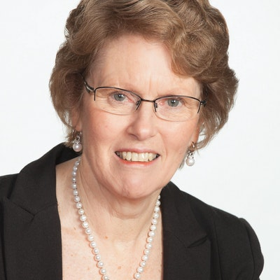 portrait photo of Lesley Elliott