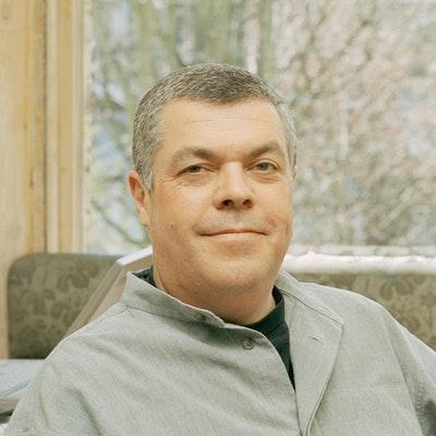 portrait photo of Simon Hopkinson
