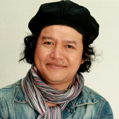 portrait photo of Andrea Hirata