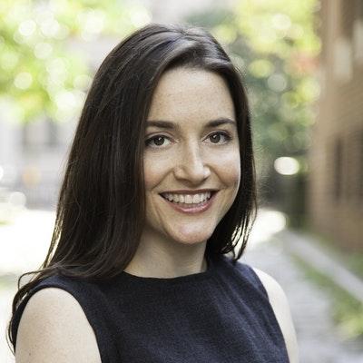 portrait photo of Dara-Lynn Weiss