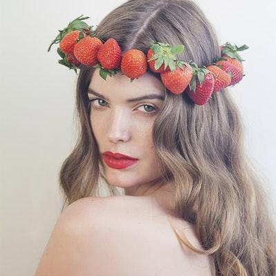 portrait photo of Robyn Lawley