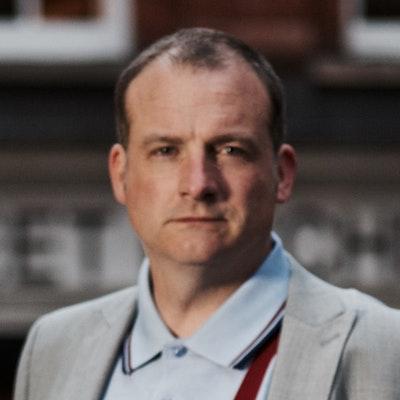 portrait photo of Simon Lister