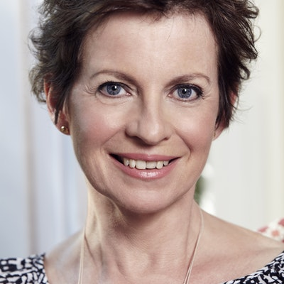 portrait photo of Jennifer Smart