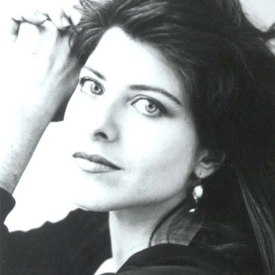portrait photo of Naomi Wolf