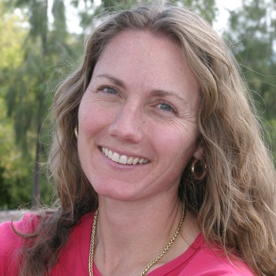 portrait photo of Kristin Weidenbach