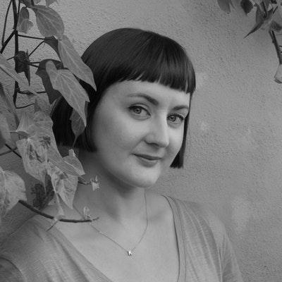 portrait photo of Kirsty Logan