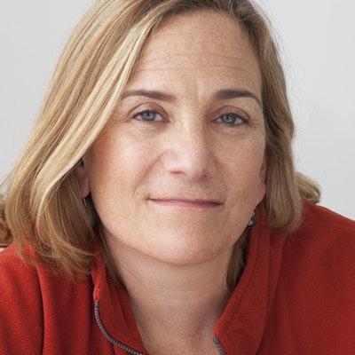 portrait photo of Tracy Chevalier