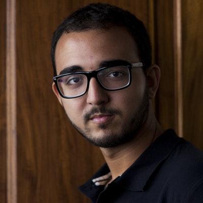 portrait photo of Raphael Montes