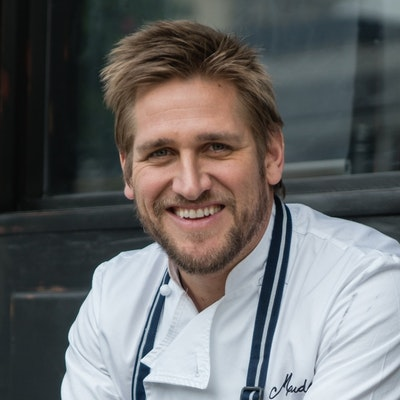 portrait photo of Curtis Stone