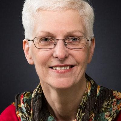 portrait photo of Linda Main