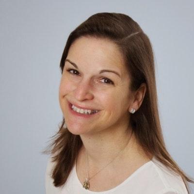 portrait photo of Sarah Dessen