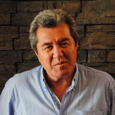 portrait photo of Alan Duff
