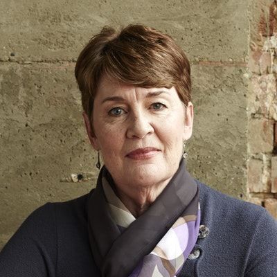 portrait photo of Fiona Barton