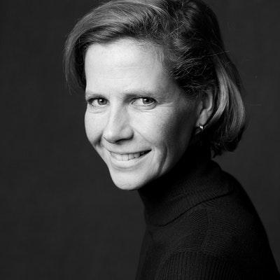 portrait photo of Laura Spinney
