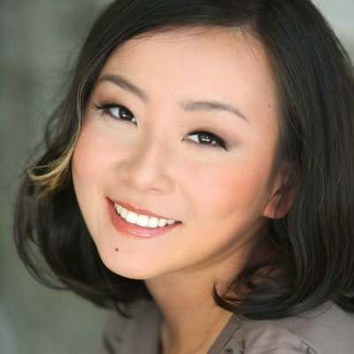 portrait photo of Marie Lu