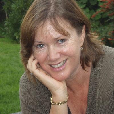 portrait photo of Carolyn Weston