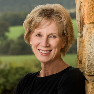 portrait photo of Glenna Thomson