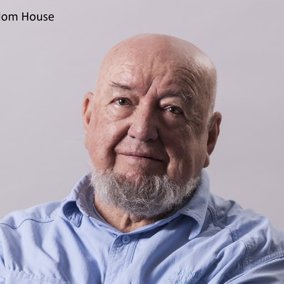 portrait photo of Tom Keneally