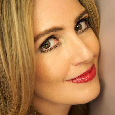 portrait photo of Jennifer Niven