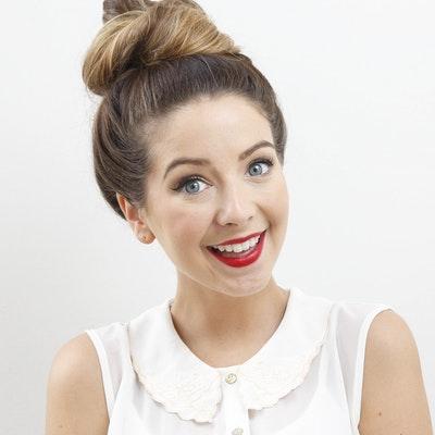 portrait photo of Zoe Sugg