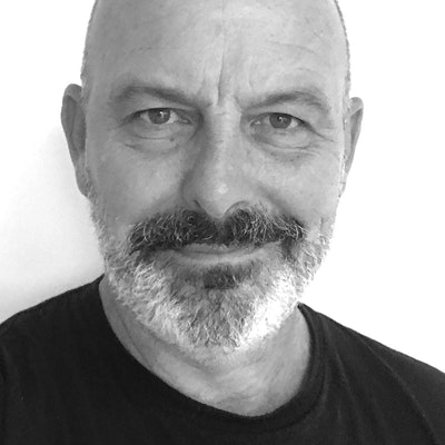 portrait photo of Andrew Daddo