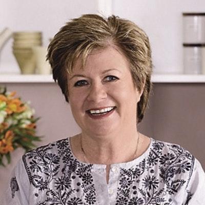 portrait photo of Suzanne Gibbs