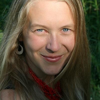 portrait photo of Leigh Ann Henion