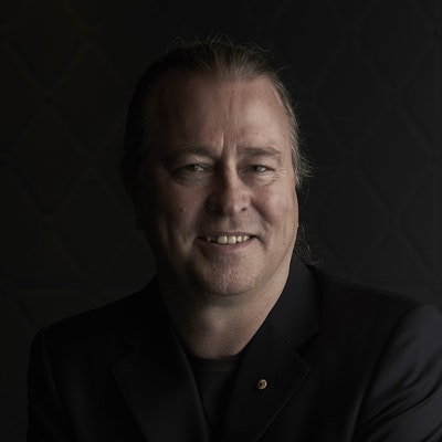 portrait photo of Neil Perry