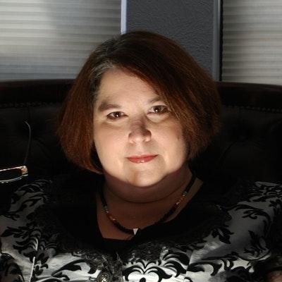 portrait photo of Rachel Caine