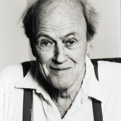 portrait photo of Roald Dahl