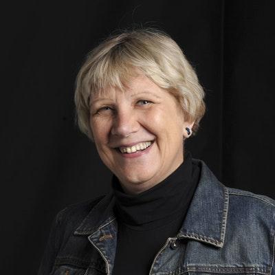 portrait photo of Jacqueline Kent